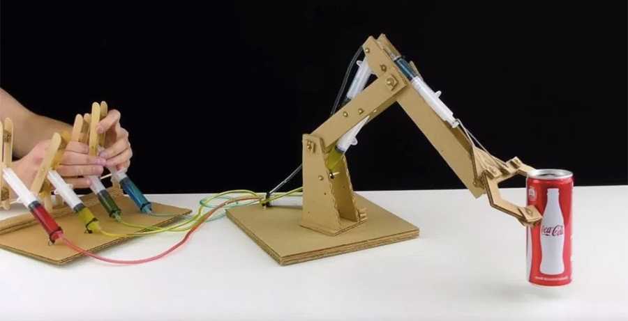 Kartondan Çalışan Bir Robot Kol Oluşturabilirsiniz