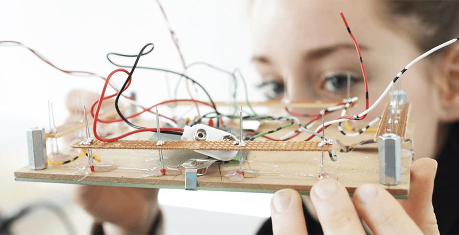 Kızları Mühendislik Alanında Daha Fazla Görmek İçin Neler Yapabiliriz?