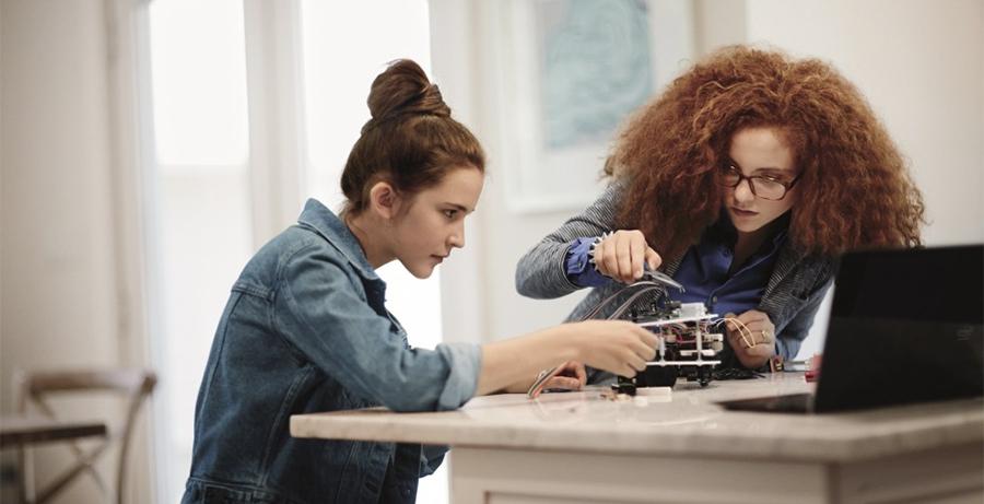 Teknolojiyi Yönlendiren Kadınlar İçin Maker Hareketi Neden İyi Bir Başlangıç?